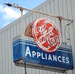 A General Electric neon sign