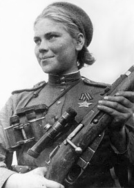 Roza Shanina in 1944, holding a 1891/30 Mosin–Nagant with the 3.5x PU scope.