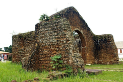 To the ruins of Sao Salvador (now in Angola), a Kongo girl's call to end wars, attracted numerous Kongo people in the early 1700s.[34]