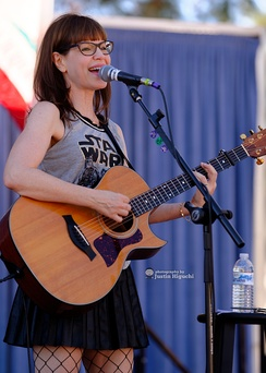 "Lisa Loeb performing at ""Spokes In The Oaks""."