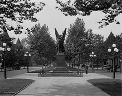 The monument in 1910
