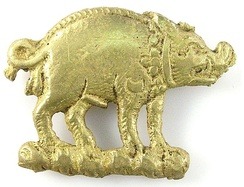 Bronze boar mount found on the Thames foreshore, and thought to have been worn by a supporter of Richard III.[311]