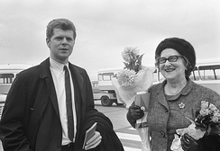 Cliburn with his mother in the Netherlands in 1966