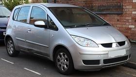 2005 Mitsubishi Colt Equippe 1.3 Front.jpg