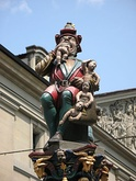 The Ogre of the Kindlifresserbrunnen has a sack of children waiting to be devoured.