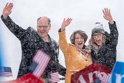 Klobuchar (center) with her husband and daughter at her campaign announcement