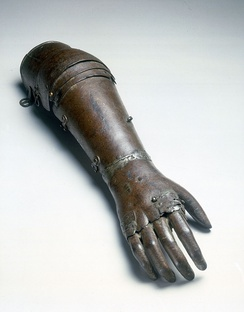 Artificial iron hand believed to date from 1560 to 1600