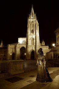 Cathedral of San Salvador (founded in 781 A.C.), and the Statue of La Regenta