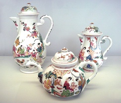 Meissen hard porcelain teapots, circa 1720, decorated with Chinese scenes in the Netherlands, circa 1735. Musée des Arts Décoratifs, Paris.