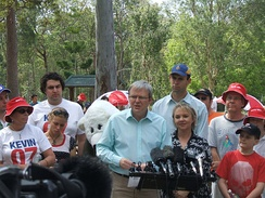 Kevin Rudd campaigning with Kerry Rea in Bonner on 21 September 2007