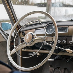 The W 120 and W 121 have a column-mounted shift lever