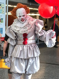 Cosplay of the Stephen King character Pennywise the Dancing Clown, a famous evil clown