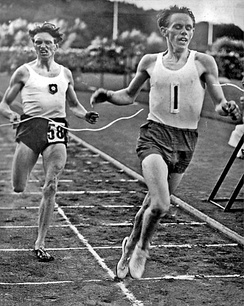 Arne Andersson (left) and Gunder Hägg (right) broke a number of middle distance world records in the 1940s.