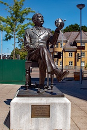 """Novelist and thinker"". Statue of H. G. Wells by Wesley Harland in Woking"