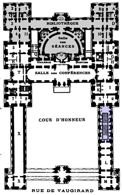 Plan showing Gisors' garden wing and senate chamber (gray) and Chalgrin's grand staircase (blue)