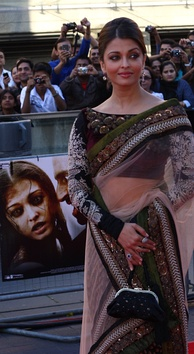 Aishwarya in a sari at the London premiere of her film Raavan.