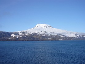 Beerenberg (2277 m) is the world's most northerly active volcano