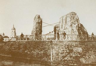 Остатки Золотых ворот. Фотография конца XIX века.