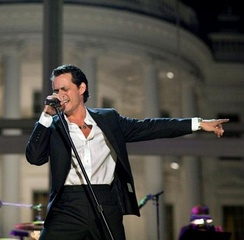 Marc Anthony performing at the White House (2009).
