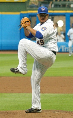 Gallardo pitching for the Milwaukee Brewers in 2009