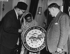 Barkley showing the vice presidential seal to Prime Minister of Pakistan Liaquat Ali Khan and his wife