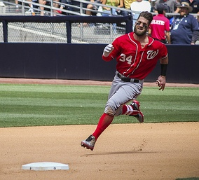 Harper approaching second base in 2015