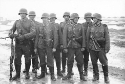 A Wehrmacht infantry squad with the MG 34 in the light machine gun role