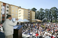 Former President Lula giving a speech to recipients of Bolsa Família and other federal assistance programs in Diadema, São Paulo