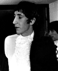 Pete Townshend of The Who with lace sewn into his clothing, 1967.