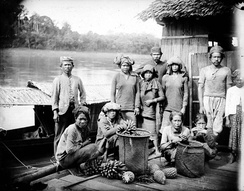 The Islamised Bakumpai Dayak that mainly concentrated in Barito River system, South Kalimantan. (photo taken circa 1920s)
