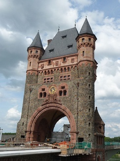 Nibelungenturm (Nibelungen tower) on the Nibelungenbrücke in Worms.