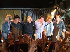 Toto on stage at the Summer Tour 2004 in Modena, Italy, July 11, 2004. From the left: Tony Spinner, David Paich, Bobby Kimball, Steve Lukather, Simon Phillips, Mike Porcaro