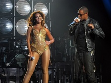 "Jay-Z and Beyoncé performing ""Crazy in Love"" on November 15, 2009."