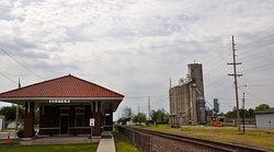 Visitor center and grain towers along the railroad tracks
