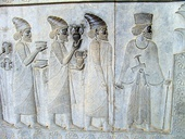 Relief from Persepolis (Iran) that represents people who carry bowls and amphoraes