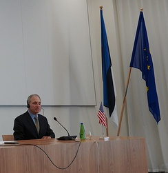 Former FBI Director Louis J. Freeh at a press conference in the Estonian Ministry of Finance, Tallinn, 3 July 2020.