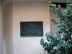 A plaque in Compoint Lane, District 17, Paris indicates where Hồ Chí Minh lived from 1921 to 1923