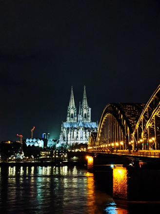 Köln Cathedral on the banks of Rhine