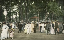 A concert in Chicago's Lincoln Park circa 1907.