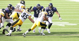 From left to right: Haloti Ngata, Lewis, and Suggs chasing down Willie Parker of the Steelers in 2006.