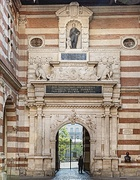 Capitole's Renaissance portal in the courtyard (16th-17th c.)