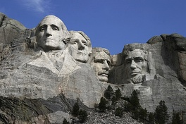 Mount Rushmore was sculpted by Danish-American Gutzon Borglum. Sculptures of the heads of former U.S. presidents Washington, Jefferson, Roosevelt and Lincoln. It has become an iconic symbol of the United States.[52]