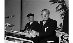 Ludwig Strecker Jr. (right)