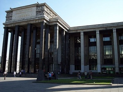 New building of the library, view of the front entrance in 2007 (in front is the monument to Dostoevsky)