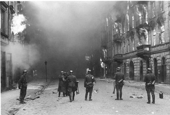 IPN copy #21Smoking out the Jews and BanditsWaffen SS troops at Nowolipie Street, between Smocza and Karmelicka Streets, with Nowolipie 34 on the right.