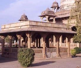 Tansen's tomb in Gwalior, near the tomb of his Sufi master Muhammad Ghaus