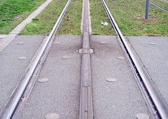 A section of APS track in Bordeaux with powered and neutral sections.