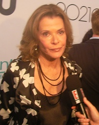 Jessica Walter portrays television and theater actress Tabitha Wilson.