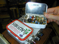A homebrew QRP low-power transmitter and receiver that fits inside an Altoids tin.