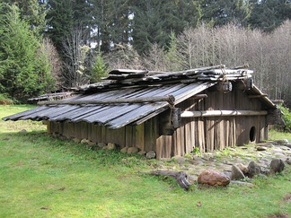 A Yurok winter dwelling. Shasta residencies were largely the same in design.[36]